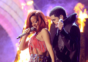 Extra Scoop: Rihanna & Drake Secretly Dating