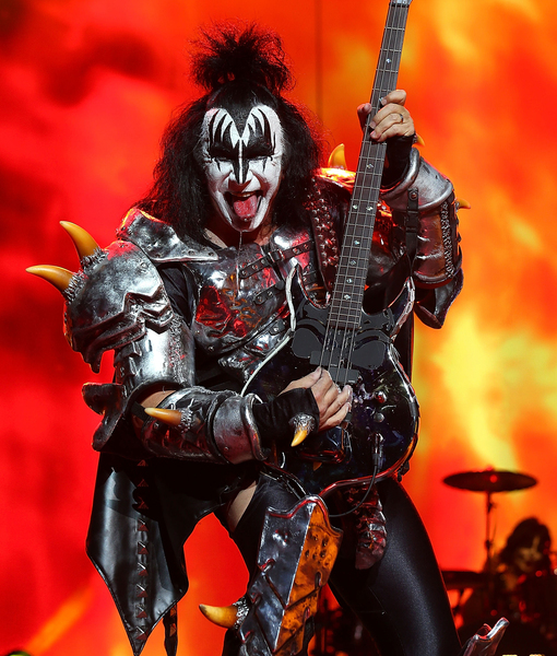 Exclusive Sneak Peek of 'KISS Rocks Vegas'!