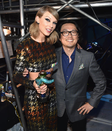 Taylor Swift's 'Bad Blood' Director Compares Her to Nicole Brown…