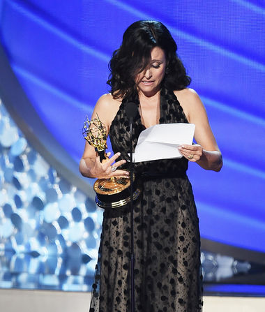 Julia Louis-Dreyfus Reveals Father's Death During Tearful Emmys…
