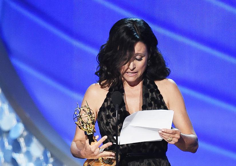 Julia Louis-Dreyfus Reveals Father's Death During Tearful Emmys Speech