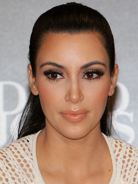 kim-kardashian-skechers.jpg