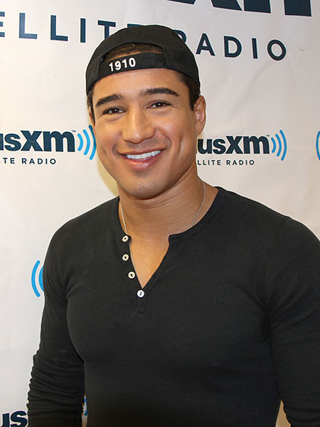 mario lopez grilled on howard stern extratv