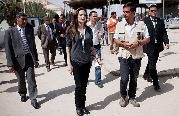 AngelinaJolie-Tunisia-a.jpg