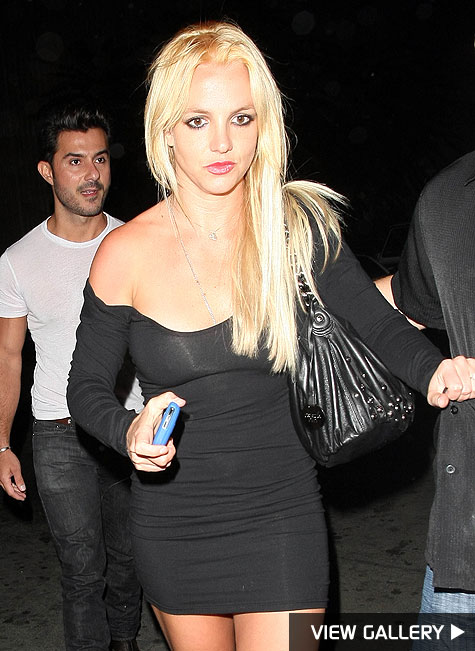 britney spears dyes her hair blonde