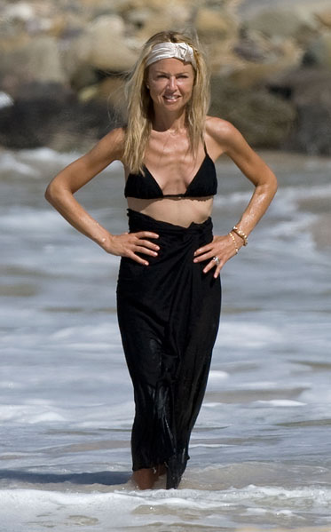 Rachel Zoe shows thin frame in bikini