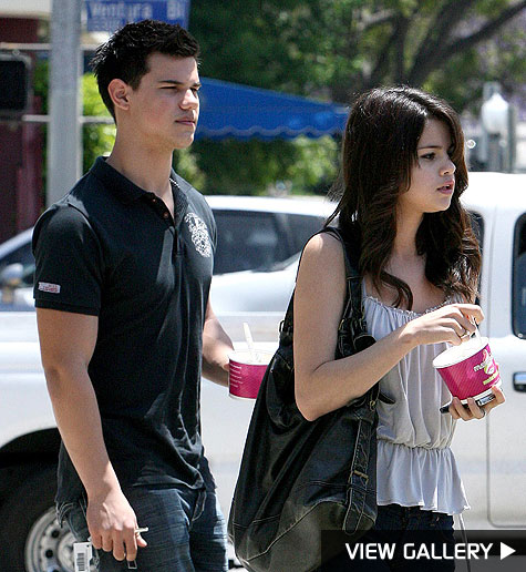 selena gomez and taylor lautner out on another date